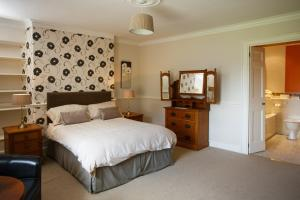 A bed or beds in a room at Portclew House