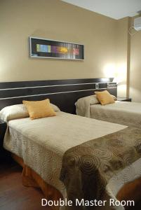 A bed or beds in a room at Hotel Francia