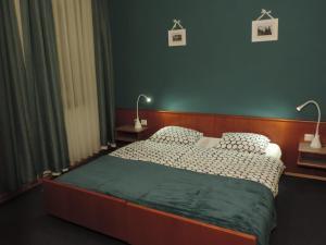 Ein Bett oder Betten in einem Zimmer der Unterkunft Le Petit Poete