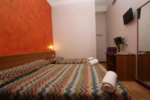 A bed or beds in a room at Hotel Brasil Milan