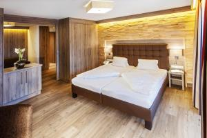 Ein Bett oder Betten in einem Zimmer der Unterkunft Hotel am Reiterkogel
