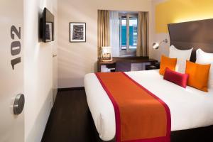 Ein Bett oder Betten in einem Zimmer der Unterkunft Hotel D - Design Hotel