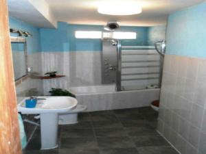Un baño de Casa Rural Valle del Cabriel