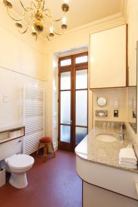 A bathroom at Morgan Hotel