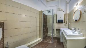 A bathroom at Gabriel's Apartment