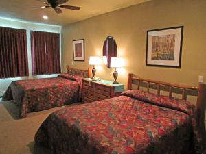 A bed or beds in a room at Soda Butte Lodge