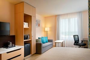 A television and/or entertainment center at Fairfield Inn & Suites by Marriott Villahermosa Tabasco