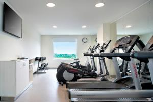 The fitness center and/or fitness facilities at Fairfield Inn & Suites by Marriott Villahermosa Tabasco