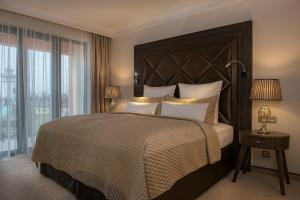 A bed or beds in a room at Villa Plaza Boutique Hotel & Spa