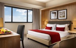 Un ou plusieurs lits dans un hébergement de l'établissement A.Roma Lifestyle Hotel