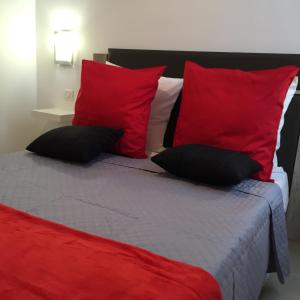 A bed or beds in a room at Appartement Le Vieux Port