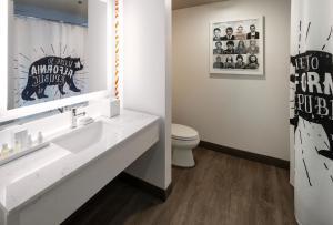 A bathroom at Hotel Hermosa