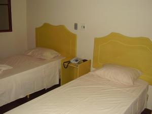 A bed or beds in a room at Klinn Hotel