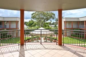 A balcony or terrace at Cosmopolitan Apartments