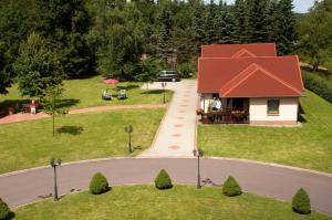 Ein Garten an der Unterkunft Waldhotel Rennsteighof