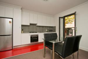 A kitchen or kitchenette at The Star Apartments