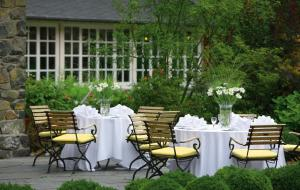 A restaurant or other place to eat at Romantik Hotel Jagdhaus Waldidyll