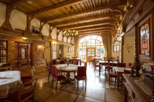 Ein Restaurant oder anderes Speiselokal in der Unterkunft Landhaus Schulze Osthoff