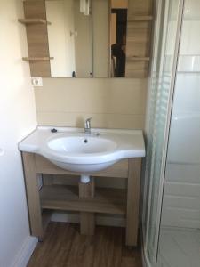 Salle de bains dans l'établissement Camping Les Naïades