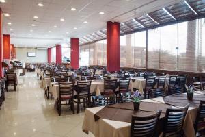 A restaurant or other place to eat at Hotel Estação 101 - Itajaí