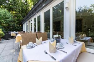 A restaurant or other place to eat at Hotel Waldhaus-Langenbrahm
