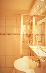 A bathroom at Hotel Gasthof Kreuz