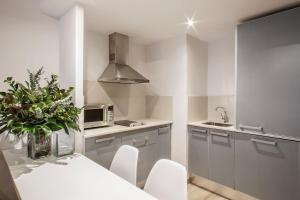 Una cocina o zona de cocina en Barcelona Apartment Aramunt