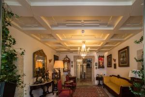 The lobby or reception area at Hotel Monumento Pazo de Orbán