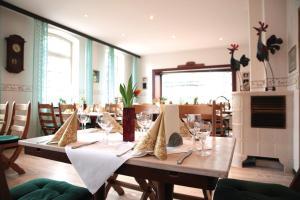 Ein Restaurant oder anderes Speiselokal in der Unterkunft Wennhof