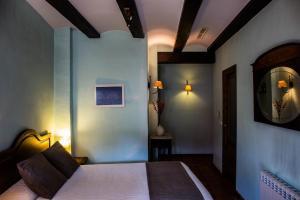 A bed or beds in a room at La Font D'Alcala