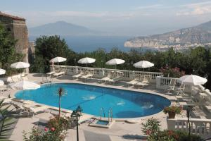 A view of the pool at Hotel Jaccarino or nearby