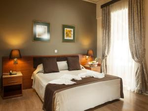 A bed or beds in a room at Acropolis Select
