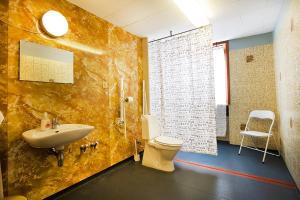 A bathroom at Pension Elmehøj