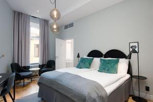 A bed or beds in a room at Clarion Collection Hotel Borgen