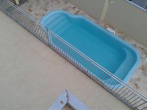 Uma vista da piscina em Vem Pra Cá ou nos arredores