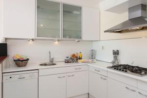 A kitchen or kitchenette at North Apartment Amsterdam