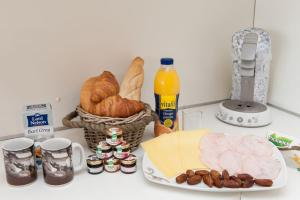 Breakfast options available to guests at North Apartment Amsterdam