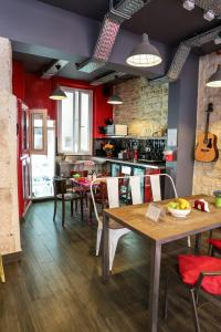 A restaurant or other place to eat at Smart Place Gare du Nord by Hiphophostels
