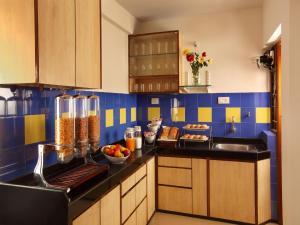 A kitchen or kitchenette at @Home B&B Miramar