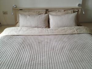 A bed or beds in a room at Sedanka-City Apartment