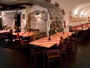 Ein Restaurant oder anderes Speiselokal in der Unterkunft Beim Weinbauer