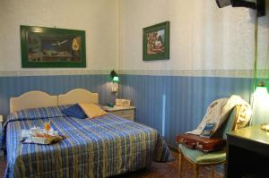 A bed or beds in a room at Hotel Sileo