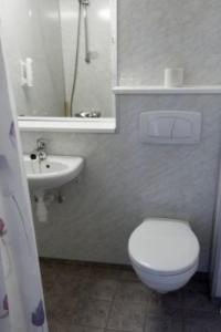 A bathroom at Bergsjøstølen Fjellstue