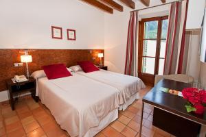 Cama o camas de una habitación en Hotel y Apartamentos DES PUIG