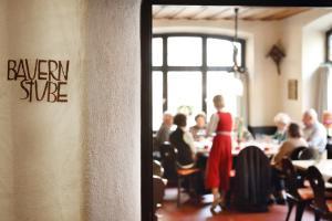 Ein Restaurant oder anderes Speiselokal in der Unterkunft Brauereigasthof-Hotel Roter Ochsen