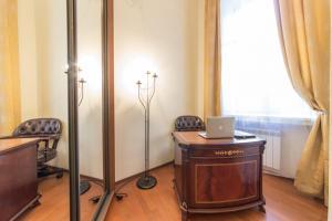 Телевизор и/или развлекательный центр в Апартаменты Караванная 26
