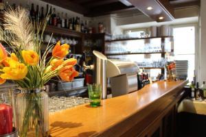 The lounge or bar area at Hotel Restaurant Schweizerhaus