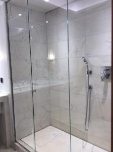 Ein Badezimmer in der Unterkunft Hôtel De Castiglione