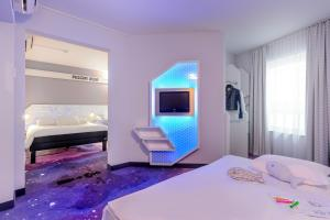 A bed or beds in a room at ibis Styles Bremen Altstadt