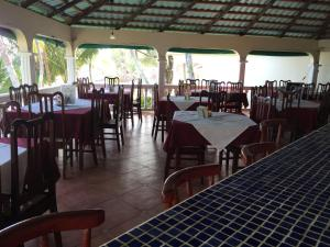 A restaurant or other place to eat at Hotel Casa Canada